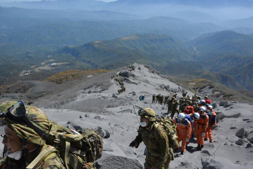 Gelbėtojai prie Ontakės ugnikalnio