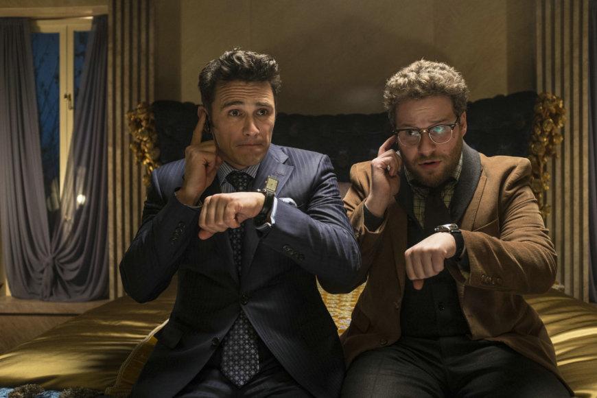 """Jamesas Franco ir Sethas Rogenas filme """"Interviu"""""""