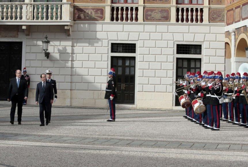Apžiūrima Monako garbės sargyba Prancūzijos prezidento vizito metu