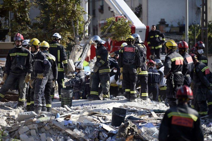 Gelbėtojai sprogimo vietoje