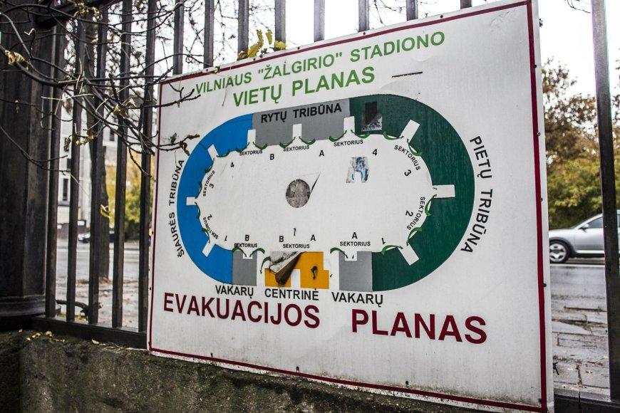 """Legendinis """"Žalgirio"""" stadionas stovi apleistas ir niekam nereikalingas."""