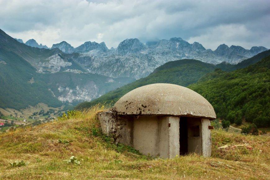 Bunkeris Albanijos kalnuose