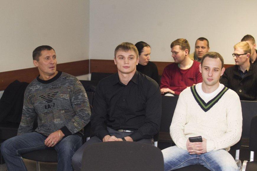 Sergejus Maslobojevas (centre)