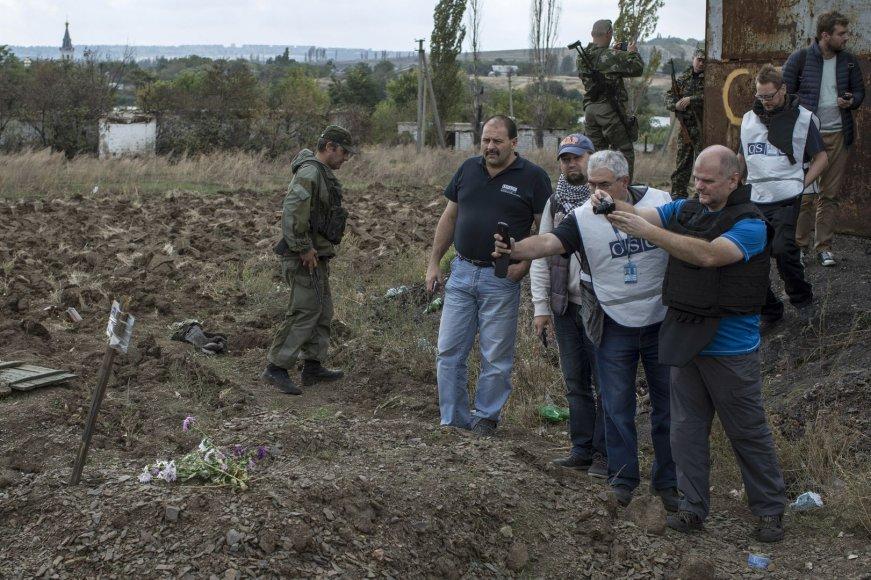 ESBO stebėtojai apžiūri kapavietę Makijivkoje