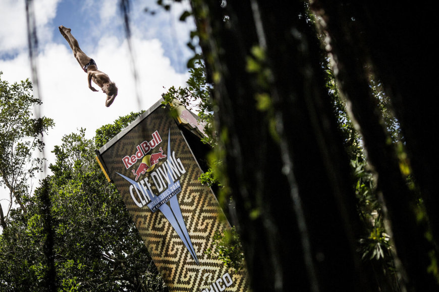 """Romina Amato/ """"Red Bull Cliff Diving"""" nuotr."""