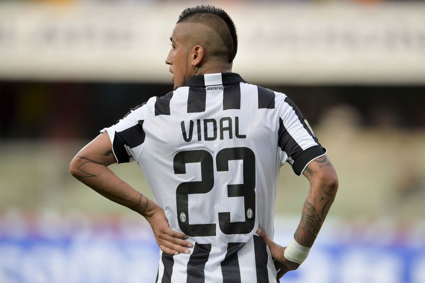 """Arturo Vidalį vasarą medžiojo """"Manchester United"""" klubas, bet futbolininkas lieka """"Juventus"""" gretose"""