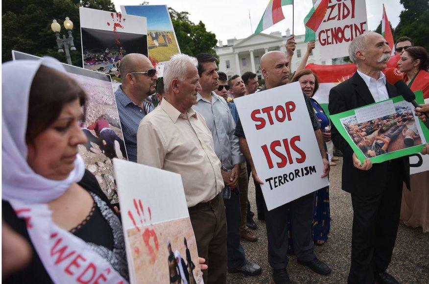 """Protestuotojai prieš """"Islamo valstybės"""" islamistų teroristinius aktus"""