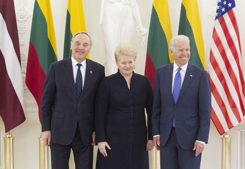Andris Bėrzinis, Dalia Grybauskaitė ir Joe Bidenas