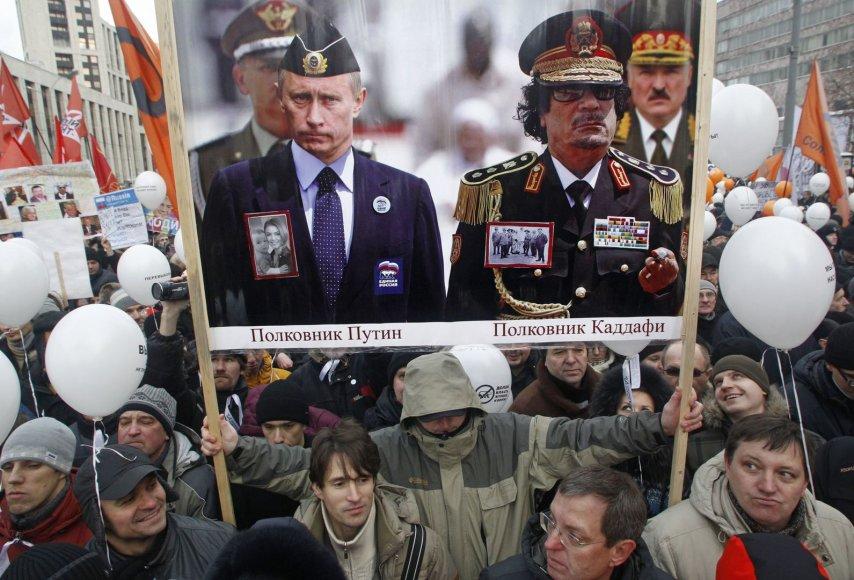 Protestas Rusijoje 2011 m. Plakate - Rusijos prezidentas Vladimiras Putinas, buvęs Libijos vadovas Muammaras al-Gaddafis ir Baltarusijos diktatorius Aliaksandras Lukašenka