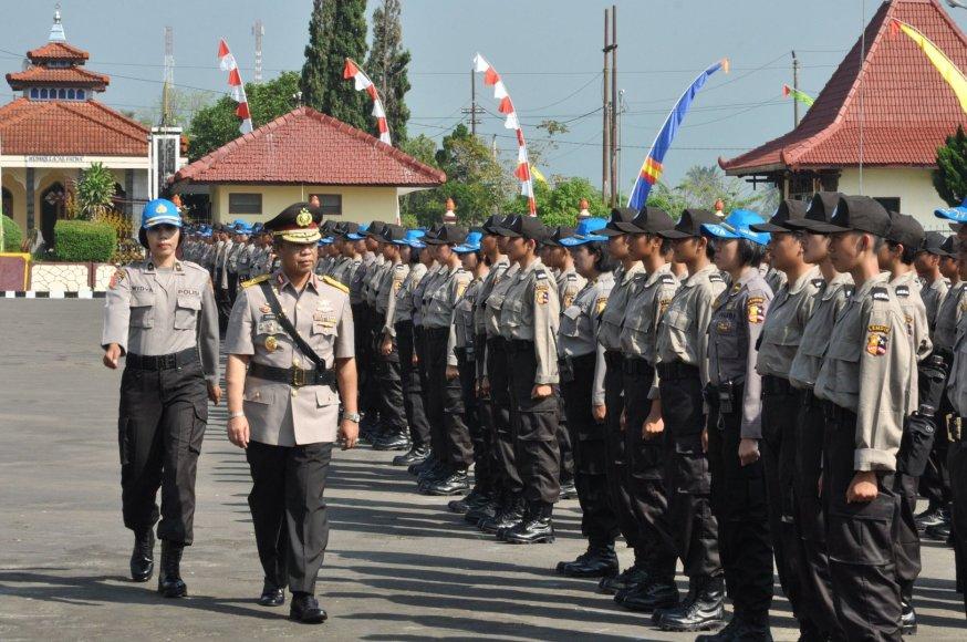 Policininkės Indonezijoje