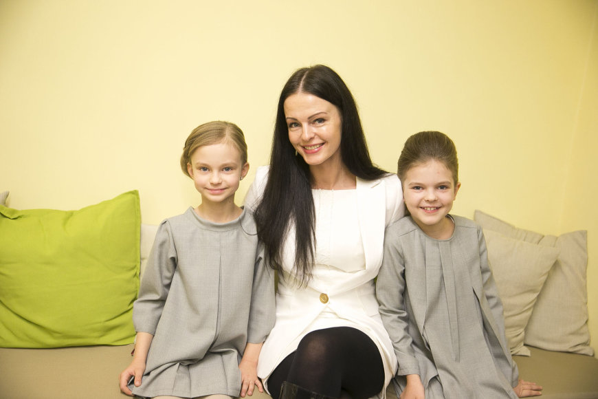 Jurgita Krivickienė su dukromis