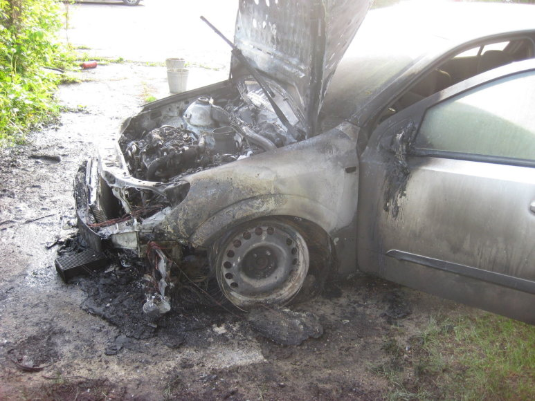 "Viršužiglyje sudegė ""Opel"""
