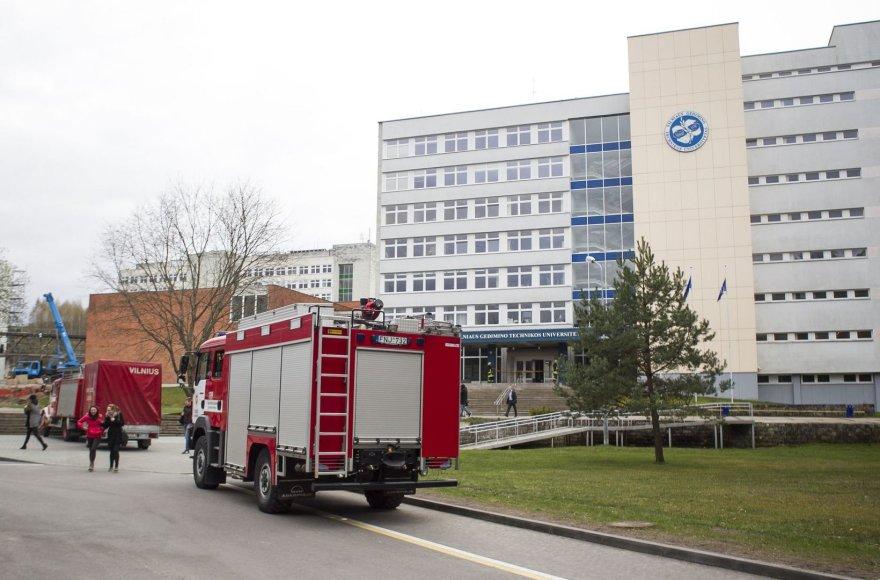 Dėl cheminio pavojaus evakuoti VGTU pagrindiniai rūmai.