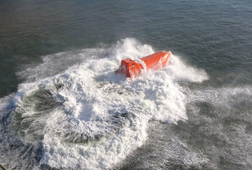 Išbandoma SGD laivo-saugyklos saugumo įranga.