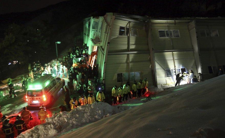 Pietų Korėjoje sugriuvo koledžo pastatas.