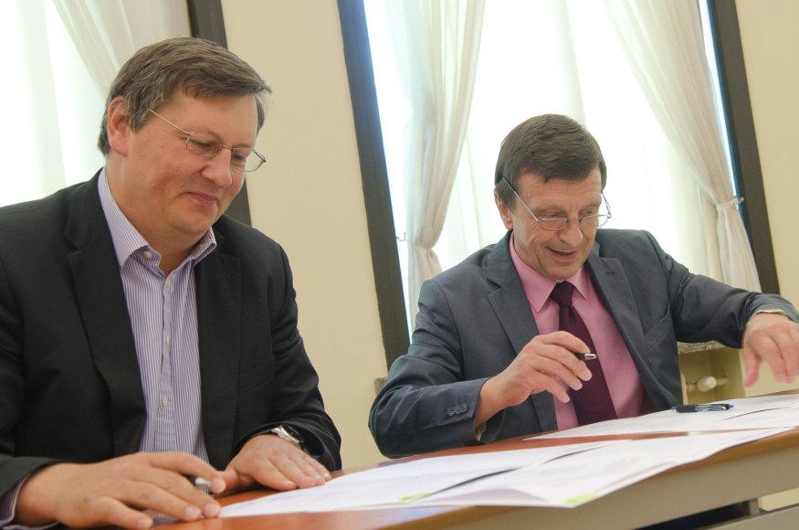 """Raimondas Štreimikis, UAB """"GECO Investicijos"""" direktorius ir KTU rektorius Petras Baršauskas. KTU archyvo nuotr."""
