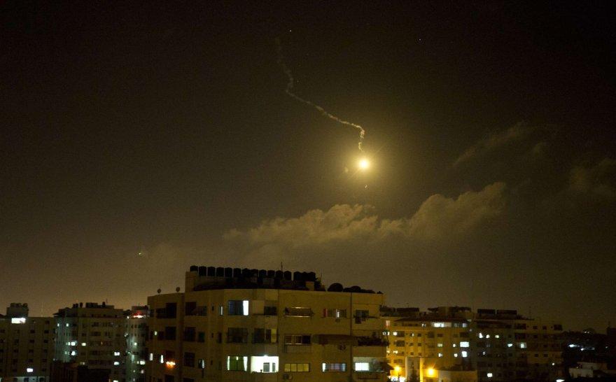 Izraelio oro atakas Gazos mieste