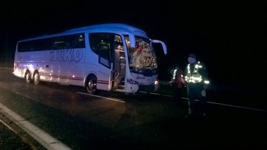 """Magistralėje Kaunas – Klaipėda susidūrė autobusas ir """"Opel Vectra"""""""