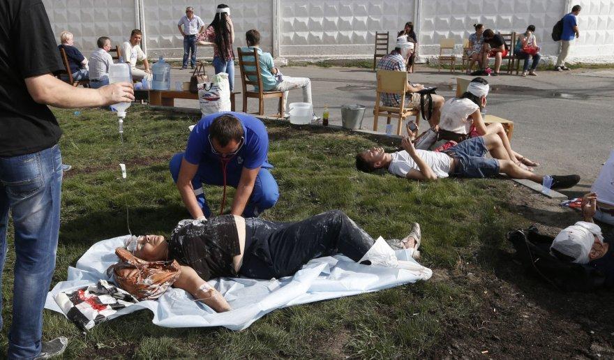 Maskvos metro per avariją sužeisti žmonės guli ant žemės