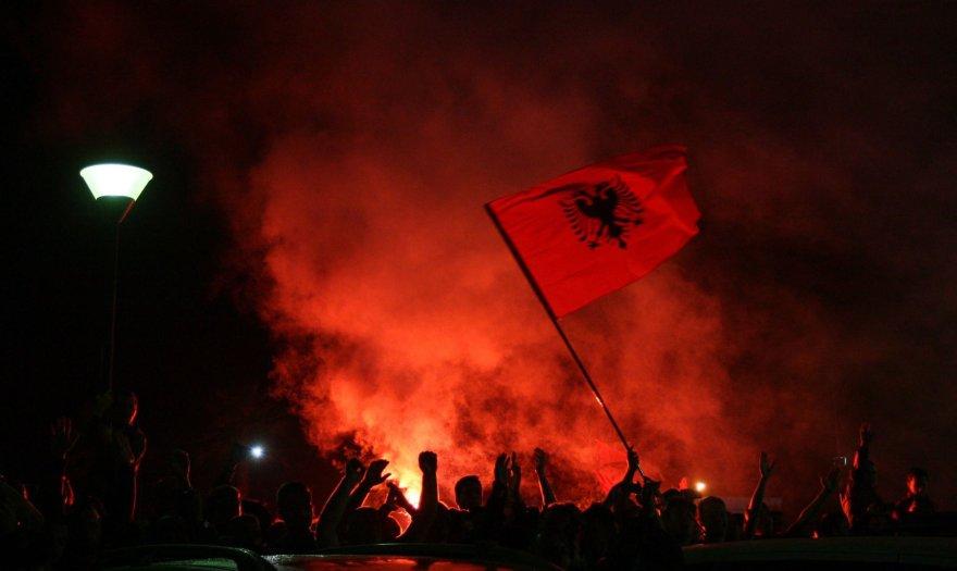 Albanijos futbolo rinktinę sirgaliai pasitinka kaip nugalėtojus