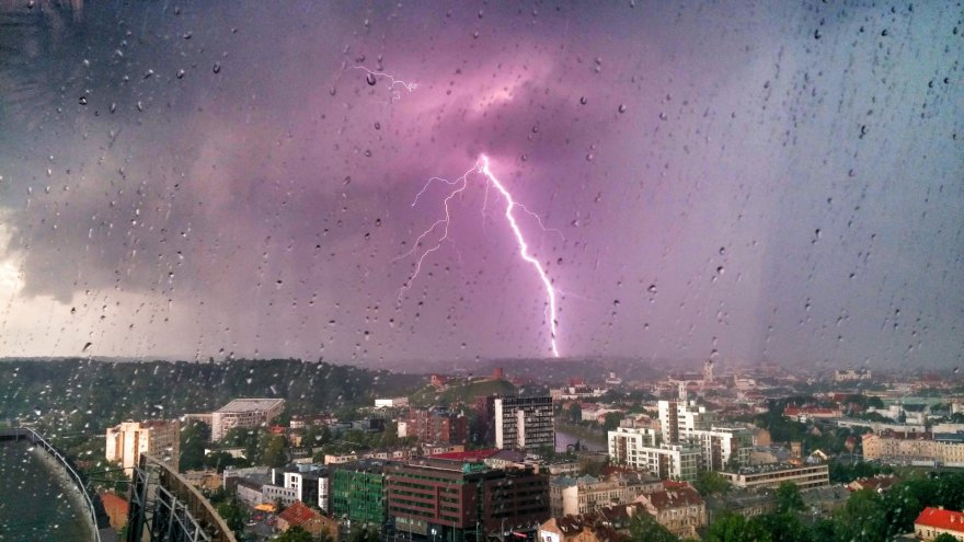 Žaibas virš Vilniaus