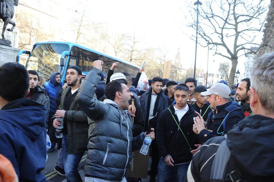 Britų krikščionių demonstracija prieš musulmonus Londone nepraėjo taikiai.