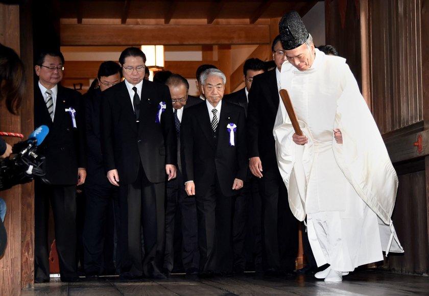 Japonijos parlamentarai Jasukunio šventykloje