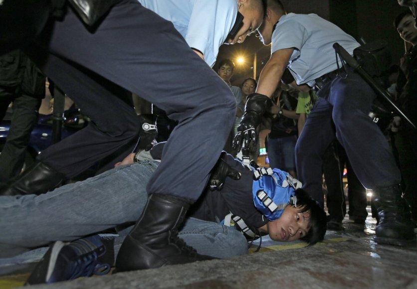 Susirėmimai tarp policijos ir protestuotojų Honkonge