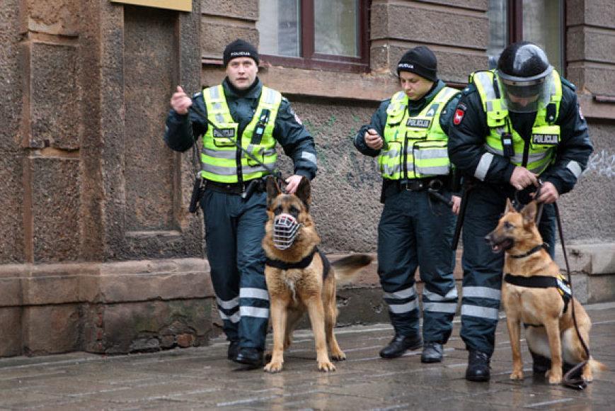Policininkai su šunimis