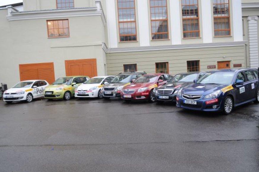 """Konkurso """"Metų automobilis 2010"""" akimirkos."""