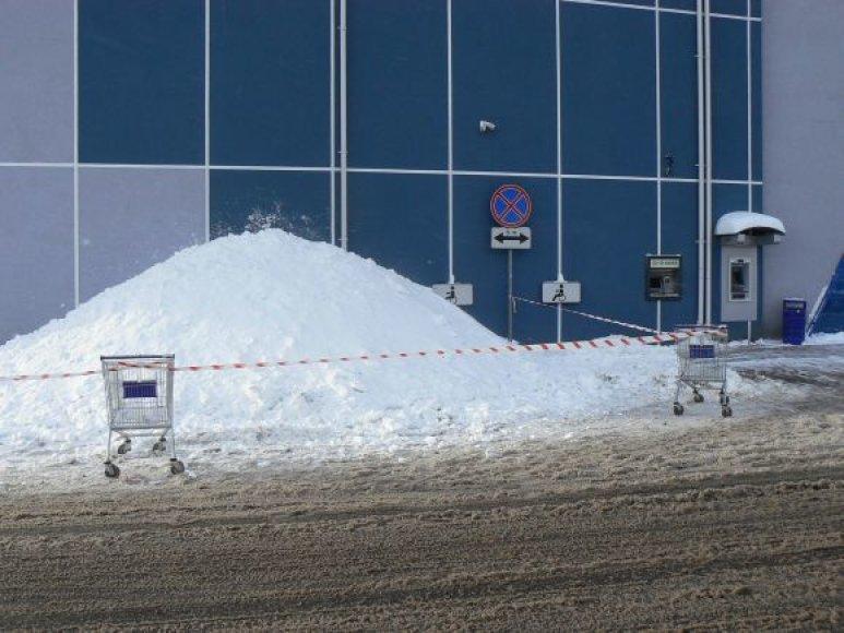 Fotopolicija. Sniego pusnys neįgaliųjų vietose.