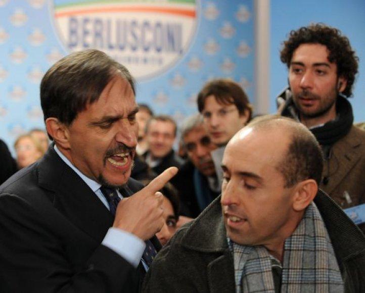 Ignazio La Russa (kairėje) užsipuolė žurnalistą Rocco Carlomagno