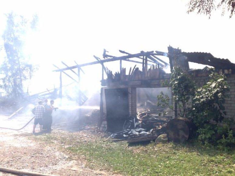 Sudegęs pastatas Šilutės rajone
