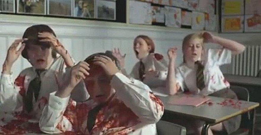 Vaizdo klipas, kuriame sprogdinami vaikai