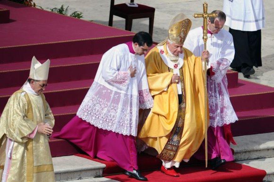 Popiežius Benediktas XVI po kanonizacijos