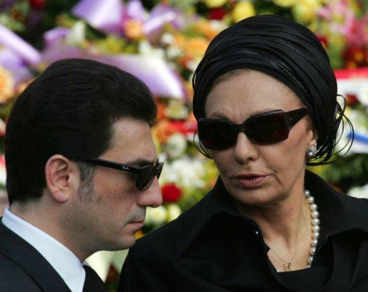 Farah Pahlavi, Irano šacho našlė su sūnum Ali Reza