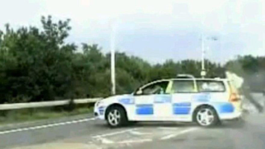 Didžiosios Britanijos greitkelyje policininkas sulaikė nusikaltėlį.