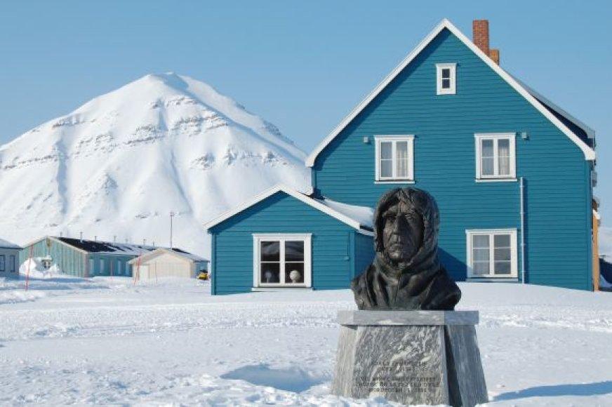 Paminklas R.Amundsenui Antarktidoje