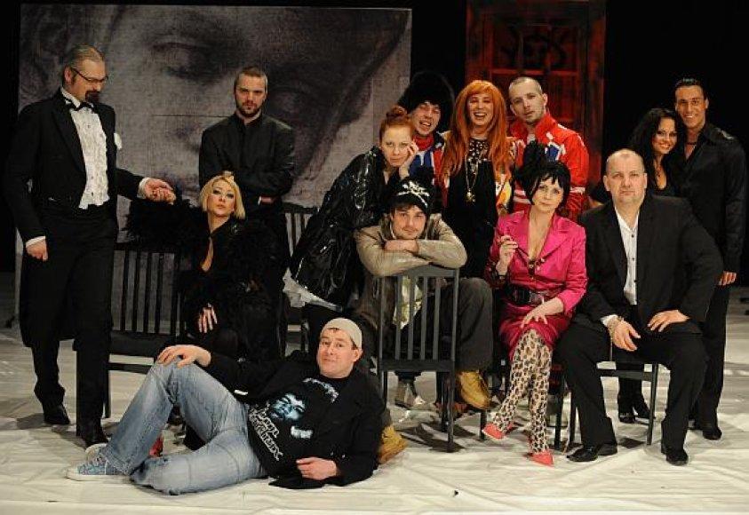 Spektaklyje vaidmenis sukūrė žymių Lietuvos žmonių plejada.