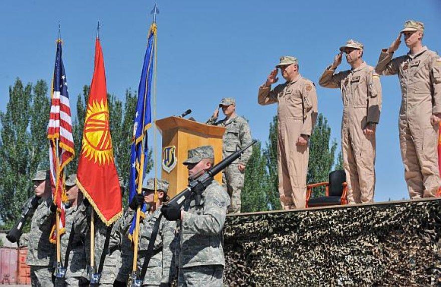 Amerikiečiai Manaso bazėje Kirgizijoje