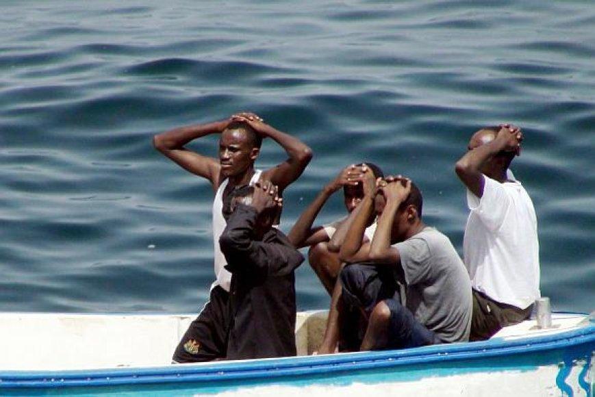 Kartais į nelaisvę patenka ir patys Somalio piratai.