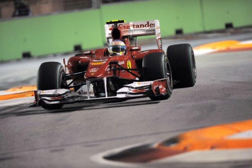 Fernando Alonso naktinėje Singapūro trasoje