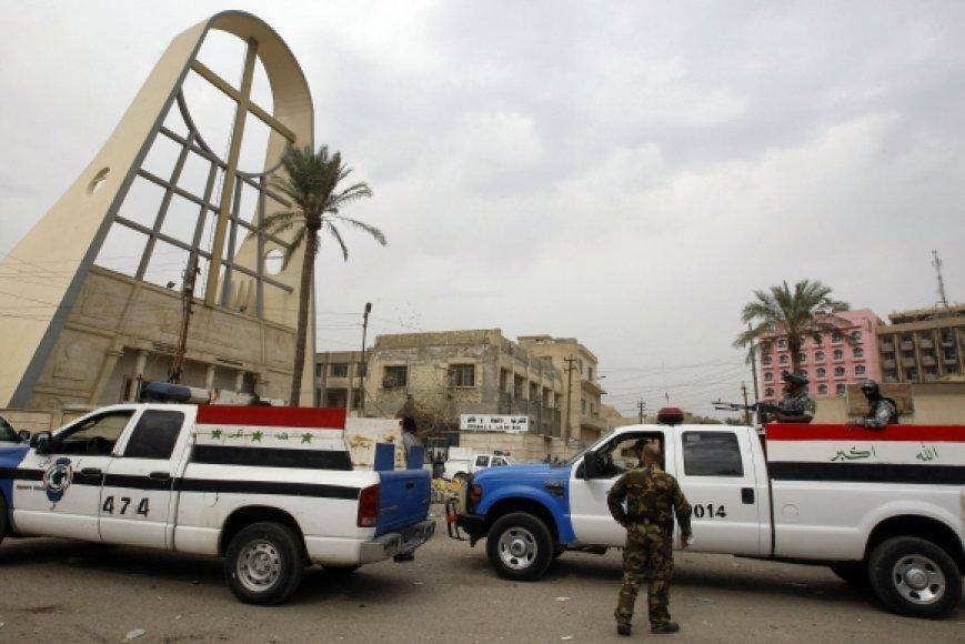 Irako policija prie bažnyčios, kurioje vyko įkaitų drama