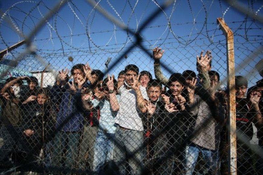 Nelegalūs migrantai iš Turkijos sulaikymo centre Graikijoje