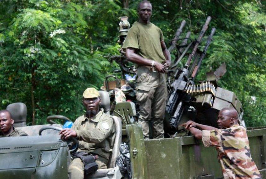 Alassane'ui Ouattarai ištikimų pajėgų kariai