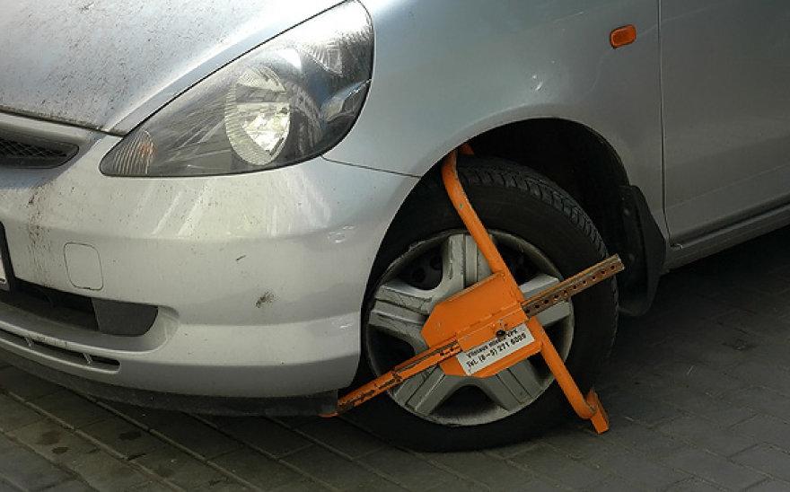 Užblokuotas automobilio ratas
