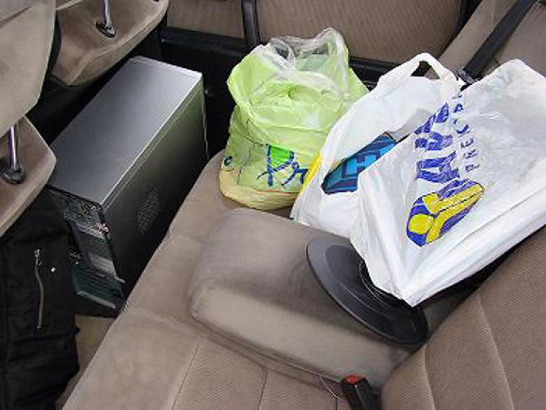 Iš Seimo nario biuro pavogti daiktai, rasti įtariamųjų automobilyje