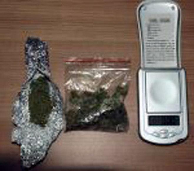 Pas įtariamuosius rasti narkotikai