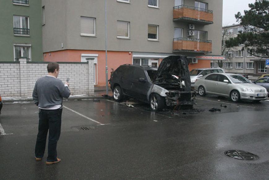 Sudegęs BMW X5