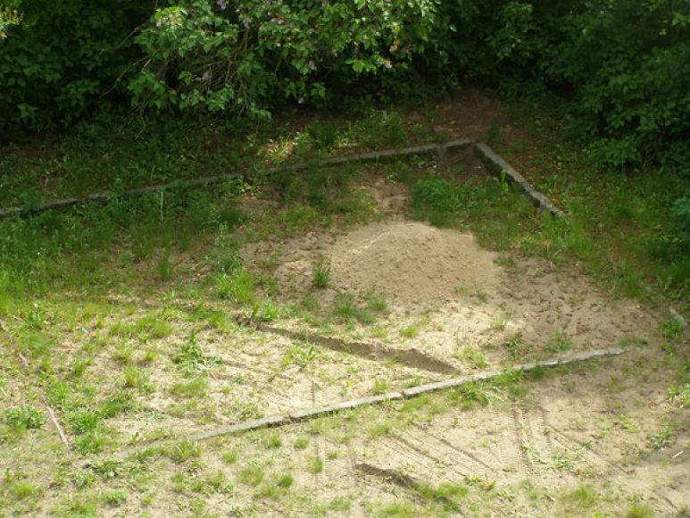 Štai tiek smėlio seniūnija atvežė pažaisti vaikams